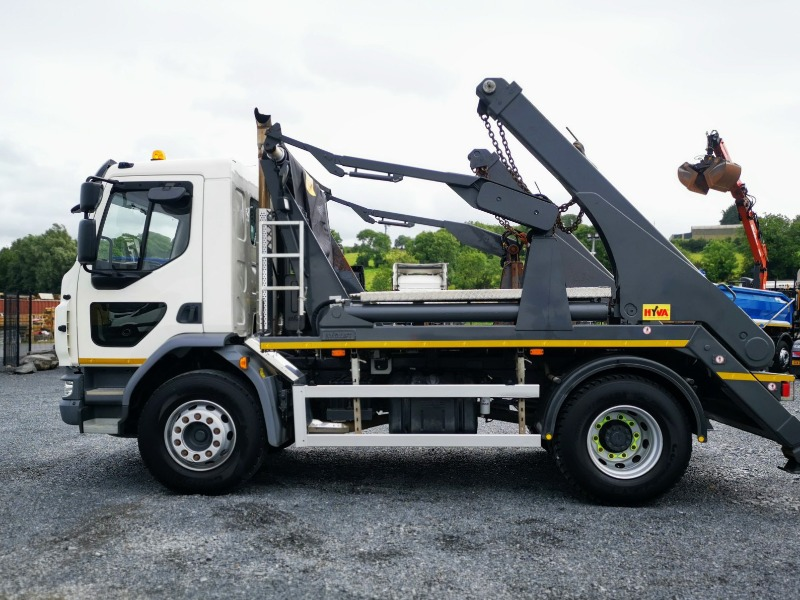 2018 DAF 18 Tonne Rigid Skip Loader Side View