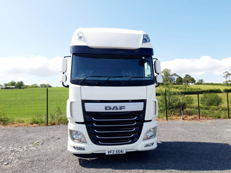 2015 DAF XF 106 460 SuperSpace Tractor Unit Front